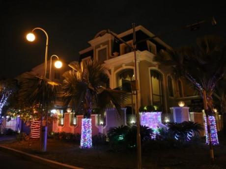 Vì sao khu phố nhà giàu ở Sài Gòn chơi Giáng sinh kém hơn hẳn mọi năm?