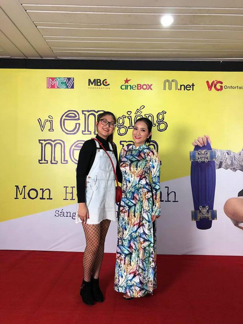 Sau khi bố mẹ ly hôn, con gái của diễn viên Cát Tường tên Nguyễn Trí Cát An (tên thân mật là Na Uy) sống với bà ngoại là chính. Hình ảnh cao lớncủa bé Na Uy xuất hiện cùng mẹ khiến nhiều người bất ngờ.