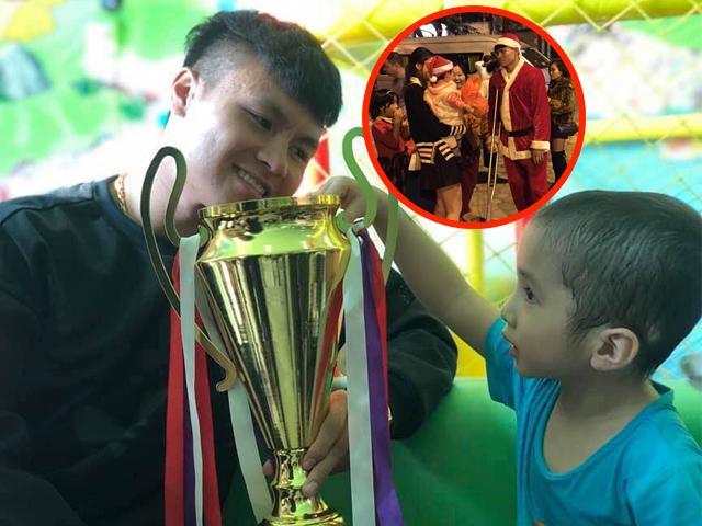 Hình ảnh không có trên TV: Hành động của Quang Hải và đồng đội U23 khiến fan xúc động mạnh