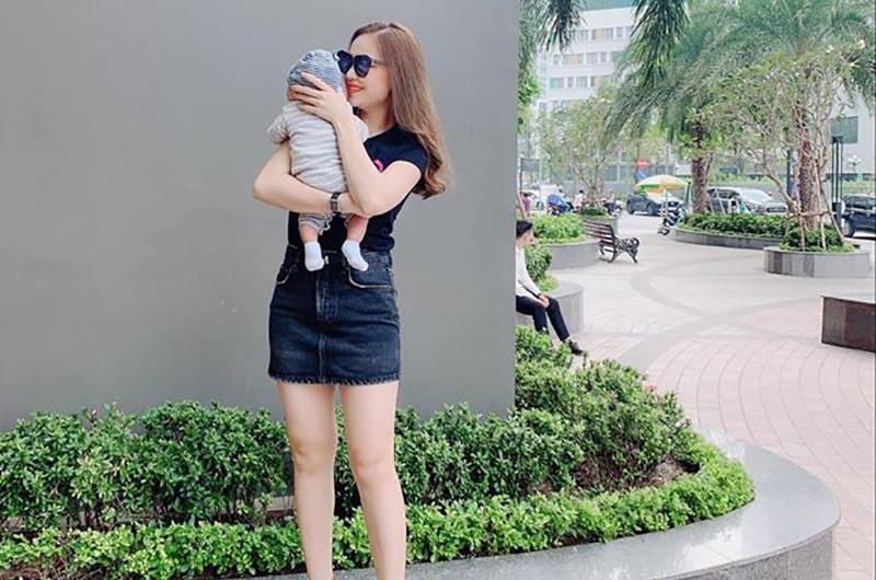 Gần đây, Giang Hồng Ngọc bất ngờ chia sẻ hình ảnh đầu tiên bên cạnh con trai mới sinh, thaylời giải đáp cho những thắc mắc của người hâm mộ thời gian qua. Cô xác nhận mình đã sang Mỹ sinh con và mới về Việt Nam khoảng 1 tuần.
