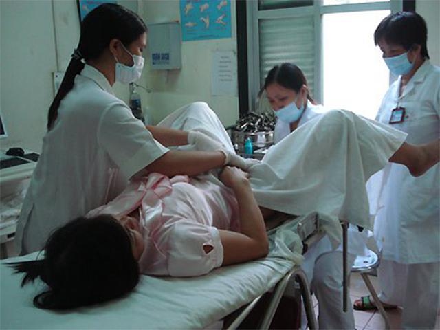 Cô gái nhập viện vì chảy máu vùng kín, vừa khám xong bác sĩ tức tốc báo cảnh sát