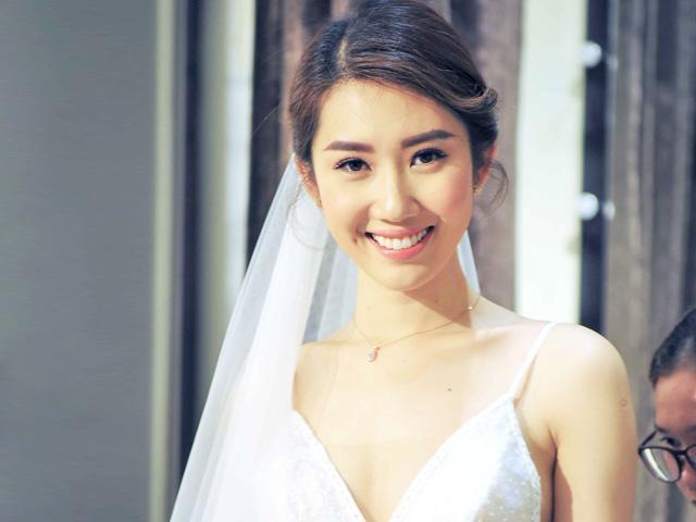 Bị cả nhà giục kết hôn, Hân Hoa hậu Thúy Ngân thản nhiên: 30 tuổi mới lấy chồng
