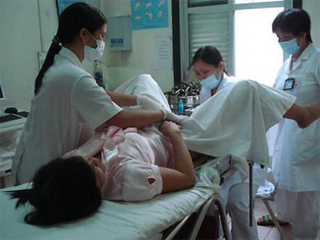 Cô gái nhập viện vì chảy máu   vùng kín  , vừa khám xong bác sĩ tức tốc báo cảnh sát