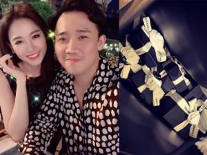 Trấn Thành chi tiền tỷ mua quà tặng Hari Won nhân kỷ niệm 2 năm ngày cưới