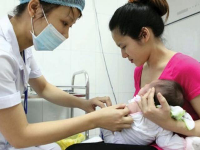 Tiêm vắc xin 5 trong 1 mới, một sốtrẻ tím tái, khóc thét: Chuyên gia nói gì?