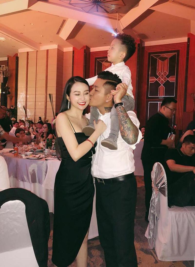 Bà xã Tuấn Hưng - hot mom Hương Baby sở hữu vẻ đẹp tròn trịa phù hợp với phong cách gợi cảm.