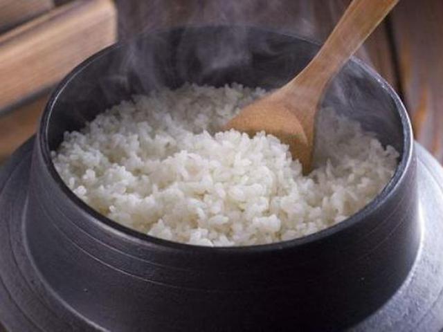 Thêm hai thực phẩm này khi nấu cơm không chỉ trẻ mãi không già mà bệnh tật cũng tránh xa