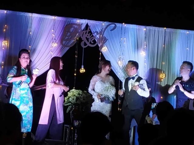 Phương Thanh chế lời hát mừng đám cưới Tiến Đạt khiến hội trường cười nghiêng ngả