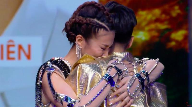 Trái với dự đoán của số đông khán giả, Mạc Trung Kiên của đội Thanh Hằng đã vượt qua 2 cô gái Quỳnh Anh và Trâm Anh để trở thành quán quân The Face 2018. HLV Thanh Hằng rớt nước mắt vì quá bất ngờ và vui mừng.