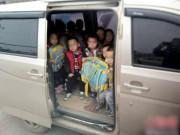 """Làm mẹ - Cuối năm bố mẹ bận làm quên đón con, cô giáo đưa trẻ về nhà lại bị MXH """"ném đá"""""""