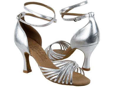 Mẹo chọn mua và bảo quản giày dép - 2